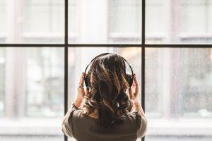 Confinamiento provoca que la gente escuche canciones nostálgicas, de acuerdo con Spotify – como el «Ramito de violetas»