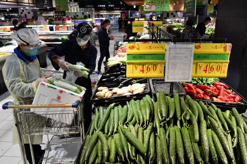 los supermercados en China son los principales competidores de los mercados mojados