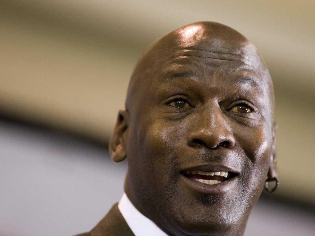 Michael Jordan patrimonio ex basquetbolista primer deportista multimillonario