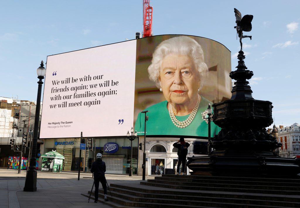 Piccadilly Circus, Londres mensaje reina isabel II Elizabeth II coronavirus covid-19