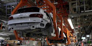 La industria automotriz mexicana reabrirá gradualmente, según el gobierno de México; pero no da fecha exacta.