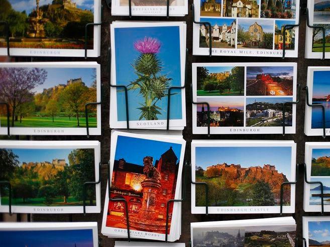 postales coloridas irlanda forma de viajar desde casa