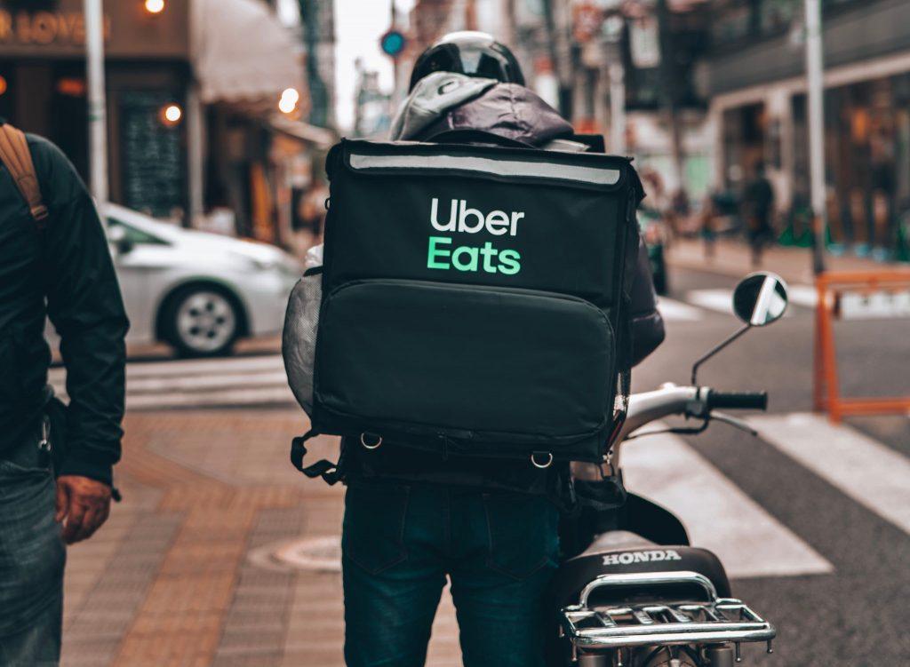 Los servicios de delivery están dentro de los gastos hormiga digitales.