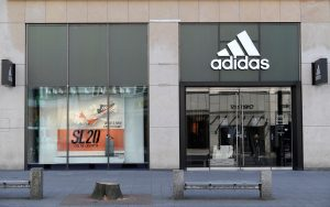 Adidas estima una caída de 40% en sus ventas durante el segundo trimestre del año