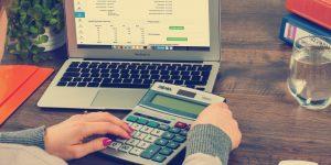 4 expertos financieros me explicaron cómo reducir gastos cuando los ingresos son pocos y así no agotar mis ahorros