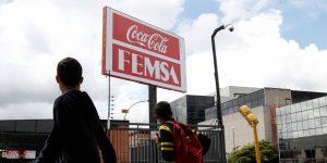 FEMSA evalúa recortar inversiones no cruciales por coronavirus — y dice que suministro de cerveza está en peligro