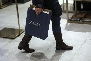 Así podrás volver a comprar en Zara: colas a la puerta de la tienda por los controles de acceso, prendas que pasarán su propia cuarentena y probadores en duda