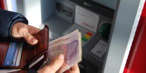 Esto es lo que debes hacer si el cajero de Santander no te regresó la tarjeta en plena quincena y fin de semana largo