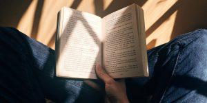 6 libros que pueden liberarte de la ansiedad y el estrés, de acuerdo con un psicólogo