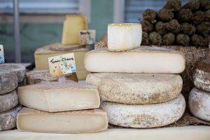 En Francia el deber patriótico de la población es comer más queso — después de que sus ventas cayeron por la crisis del coronavirus