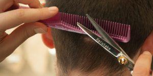 Después del largo confinamiento, lo primero que hacen los europeos es visitar las peluquerías