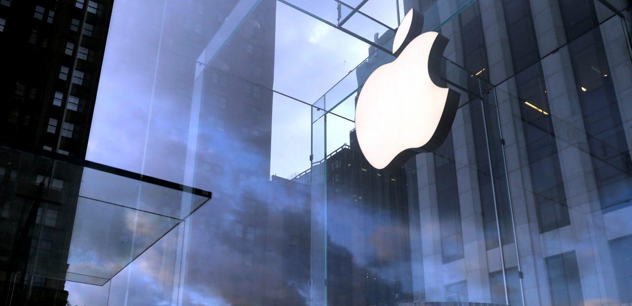 Apple Macbook Pro iPhone