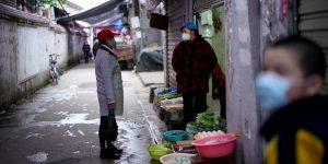 El mercado de Wuhan tiene un rol en el brote del Covid-19, puede ser la fuente o el entorno de amplificación