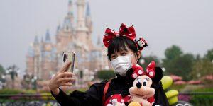 Así reabre sus puertas un parque de Disney en China tras el cierre por la epidemia de Covid-19