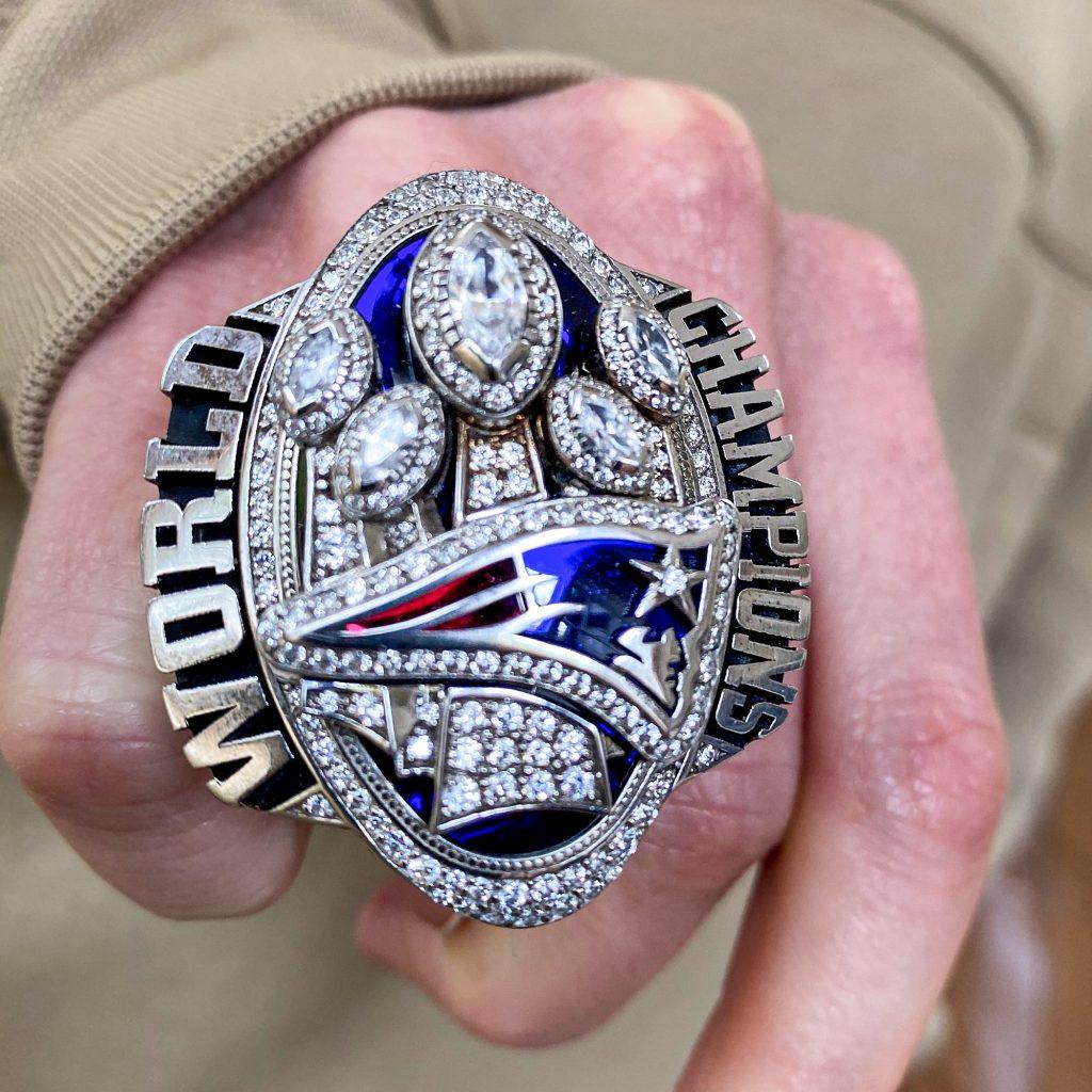 Robert Kraft dona anillo de Super Bowl de Patriots por coronavirus