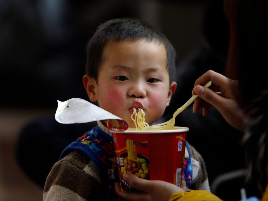 en el mundo se consumen millones de porciones de fideos instantáneos al año