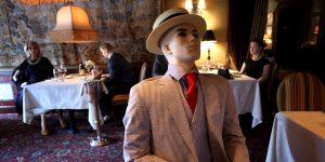 Un restaurante en EU pone maniquíes en mesas para obligar a sus comensales a practicar el distanciamiento social