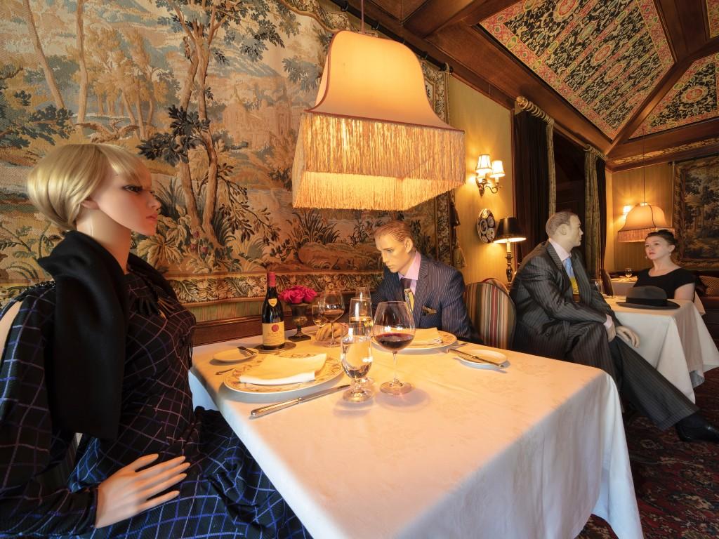restaurante maniquíes distanciamiento social