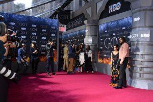 Las alfombras rojas de Hollywood tendrán que adaptarse a la sana distancia — esto es lo que el futuro les depara
