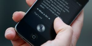 Un denunciante de Apple criticó públicamente a la compañía, alegando que violó 'derechos fundamentales' después de que Siri registrara momentos íntimos de los usuarios sin su consentimiento