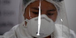 El Gobierno de la CDMX y la UNAM se alían para fabricar mascarillas n95 para médicos