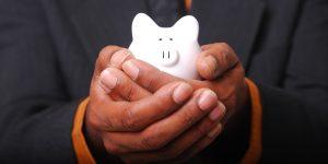 Las 3 formas más inteligentes de reducir costos y aumentar tus ahorros durante una pandemia, según un gurú de finanzas personales