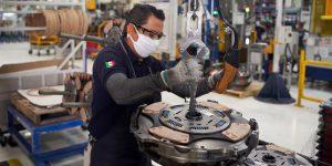 La industria de autopartes en México advierte bloqueos en cadenas de producción de EU si se retrasa reapertura en Puebla