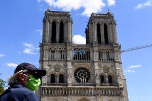 Estas fotos muestran cómo se ve la explanada de Notre Dame en su reapertura tras el incendio de la catedral