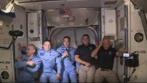Los Astronautas de la cápsula Crew Dragon de SpaceX abordan la Estación Espacial Internacional tras acople exitoso