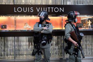Uno de los diseñadores más conocidos de Louis Vuitton se disculpa por criticar las protestas en Estados Unidos