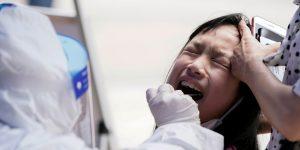 China ocultó información crucial sobre el coronavirus al iniciar el brote, detalla una nueva investigación