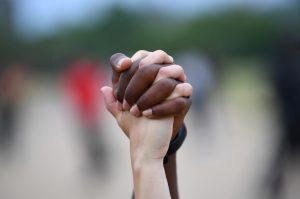 Grindr, la aplicación de citas para la comunidad LGBT, eliminará su filtro de origen étnico en apoyo al movimiento Black Lives Matter