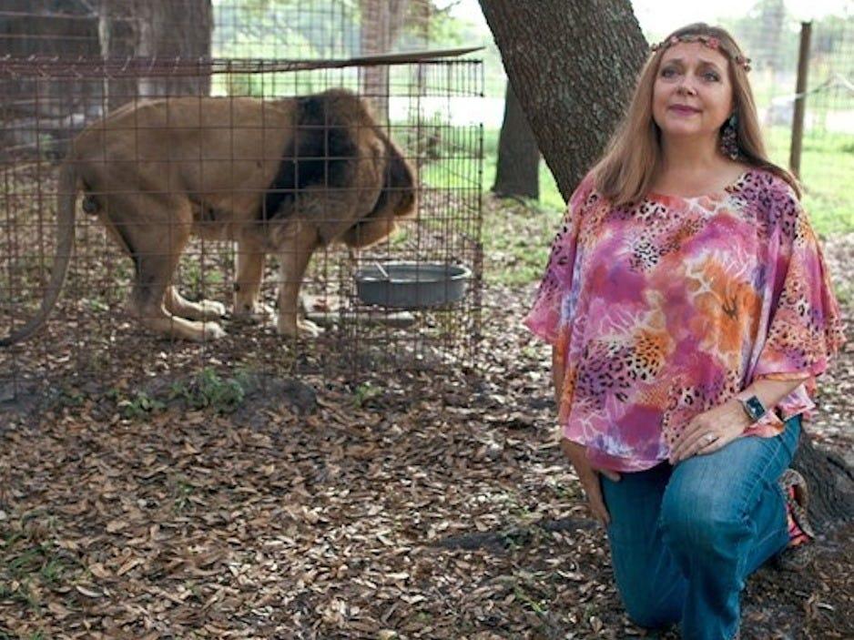 Carole Baskin en su santuario para grandes felinos Netflix