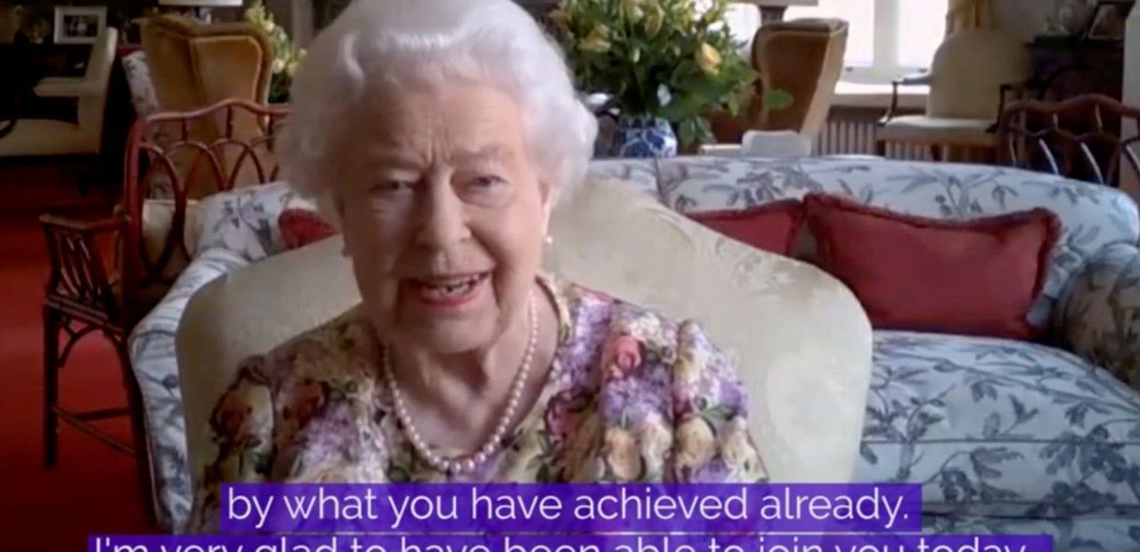 Videollamada por Zoom con la reina Isabel II | Business Insider México