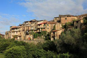 Esta ciudad italiana 'libre de coronavirus' vende sus casas por solo 25 pesos