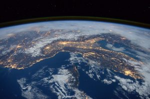 Científicos descubren estructuras gigantes y desconocidas cerca del núcleo de la Tierra
