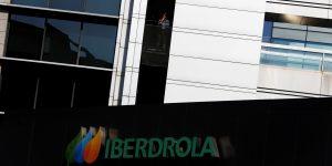 AMLO acusa a la empresa española de energía renovable, Iberdrola, de promover una campaña en su contra por las nuevas reglas en el sector eléctrico