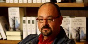 Carlos Ruiz Zafón, autor de «La sombra del viento», fallece a los 55 años