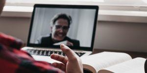3 formas de obtener éxito en una entrevista a través de una videollamada, si estás buscando trabajo durante la pandemia
