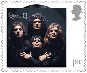 Queen celebra su aniversario 50 con su propia serie de estampillas postales del correo británico