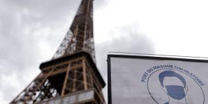La Torre Eiffel vuelve a abrir tras la cuarentena, pero sin elevadores y los visitantes deben subir 674 escalones