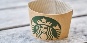 Alsea, la operadora de Starbucks, Burger King y Domino's Pizza, entre otros, acuerda con bancos dejar de pagarles por un año