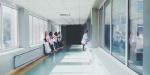 La otra crisis: los enfermos que no tienen coronavirus, pero que ante la saturación en los hospitales no son atendidos