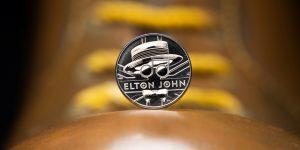 Así es la moneda conmemorativa con la que el Reino Unido rinde homenaje a Elton John