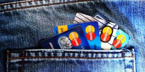 ¿Harto de pagar anualidades? Te enlistamos 5 tarjetas de crédito con cero anualidad que podrían convenirte