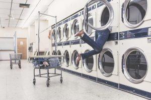 10 errores que cometes al lavar la ropa y que podrías evitar fácilmente