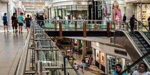 Comprar sí es adictivo: esto es lo que pasa en nuestro cerebro cuando lo hacemos —  incluso si eso implica hacer largas filas para entrar a los centros comerciales