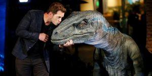 La franquicia de 'Jurassic Park' se equivocó con muchos dinosaurios. El dilofosaurio medía en realidad 20 pies de largo y no era venenoso