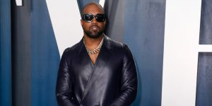 Kanye West comparte un adelanto de su nueva colección Yeezy con Gap en un video en Twitter, y no se parece en nada a lo que hemos visto de la marca antes