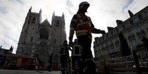 Un incendio destruye parte del interior de la catedral de Nantes en Francia